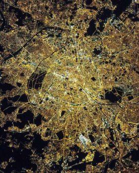 """""""شهر نور"""" از منظر فضا"""