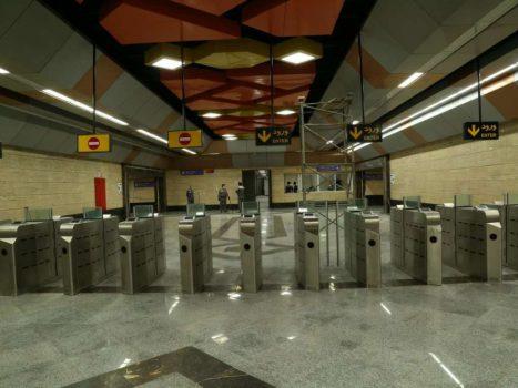 فاصله گذاری اجتماعی اصلاً در مترو رعایت نمی شود